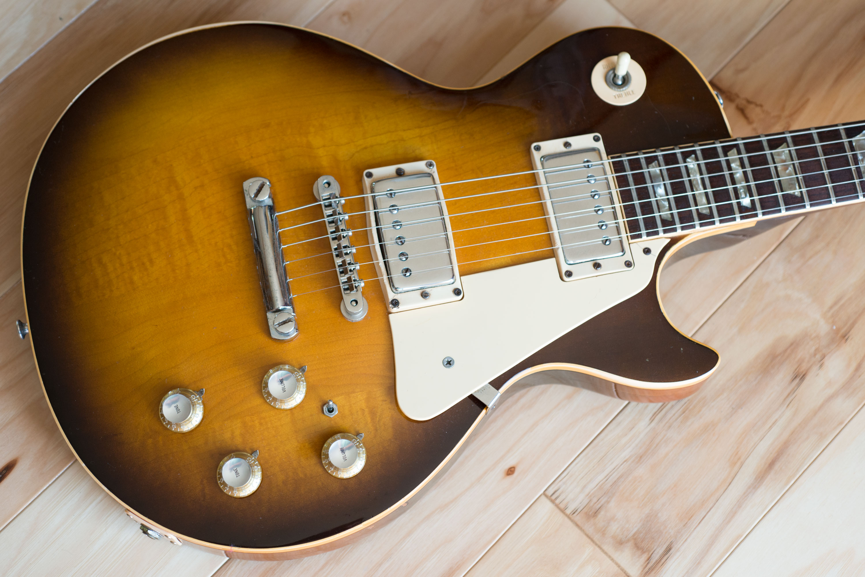 dating les paul guitars Determining the age of a gibson les paul guitar unlocks its value--but it takes more than the serial number on gibson les paul guitars is located on the back of.